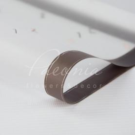 Калька флористична напівпрозора листова з принтом сірі літери з кантом 60см * 60см